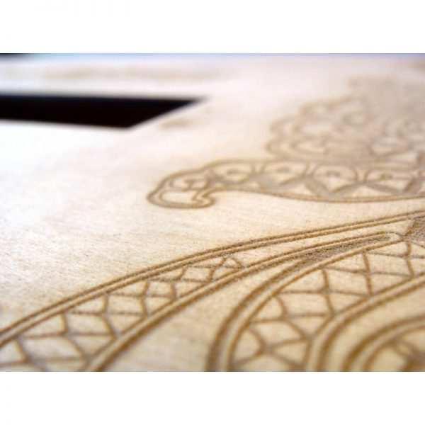 Skrzynka z grawerem na koperty drewniana