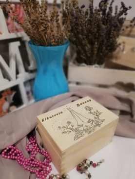 Szkatułka drewniana na BIŻUTERIĘ i SKARBY na prezent z GRAWEREM wzór 1