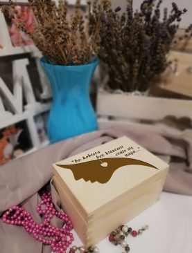 Szkatułka drewniana na BIŻUTERIĘ i SKARBY na prezent z GRAWEREM wzór 2