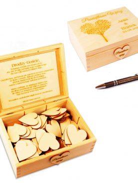 Drewniana księga gości - skrzyneczka, serca i długopis z grawerem