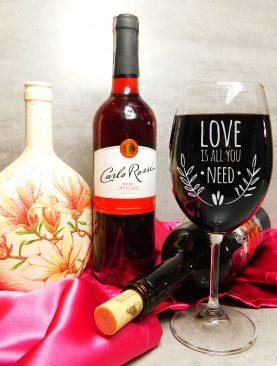 Kielich z grawerunkiem Love is all you need