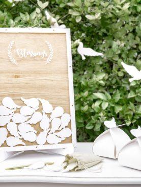 Drewniana księga gości w kolorze białym z listeczkami