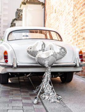 Srebrny zestaw dekoracji na samochód