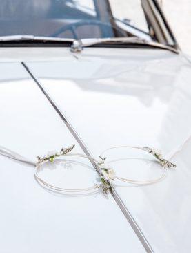 Rattanowa dekoracja samochodu - biała