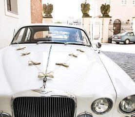 Jutowy zestaw do dekoracji auta z puszkami weselnymi