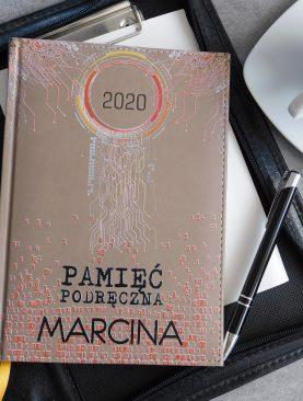 Kalendarz DZIENNY z nadrukiem indywidualnym 2020 rok