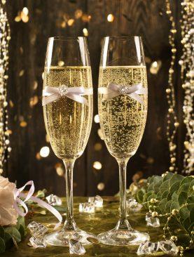 Kieliszki do szampana z delikatną dekoracją