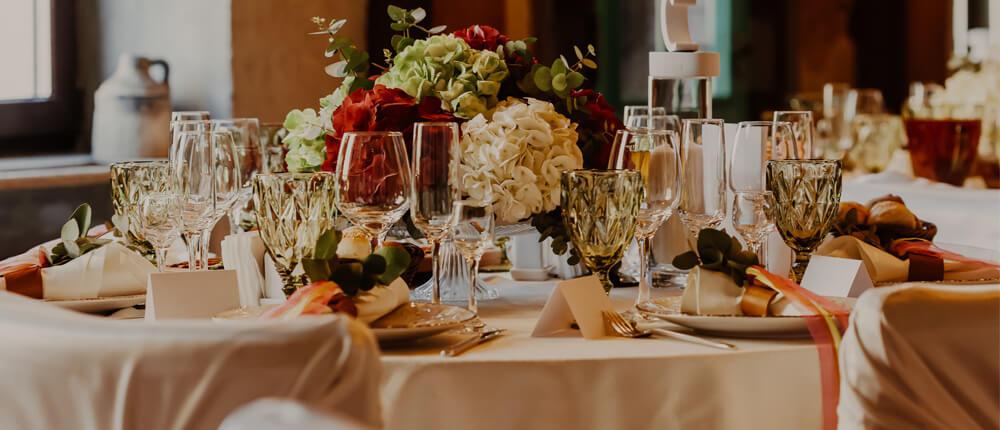Dekoracje stołu weselnego