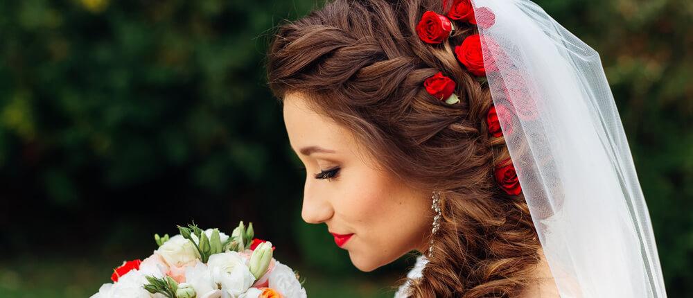 Ozdoby ślubne do włosów – co wybrać?