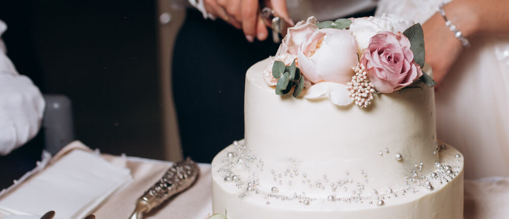 Ozdoby tortu weselnego – najlepsze propozycje