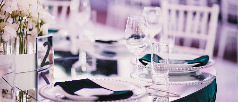 Dekoracje stołu weselnego Pary Młodej